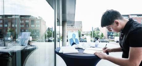 Condoleancehoek Peter R. de Vries bij Doetinchemse stadhuis: 'Wie moet nu het goede werk voortzetten?'