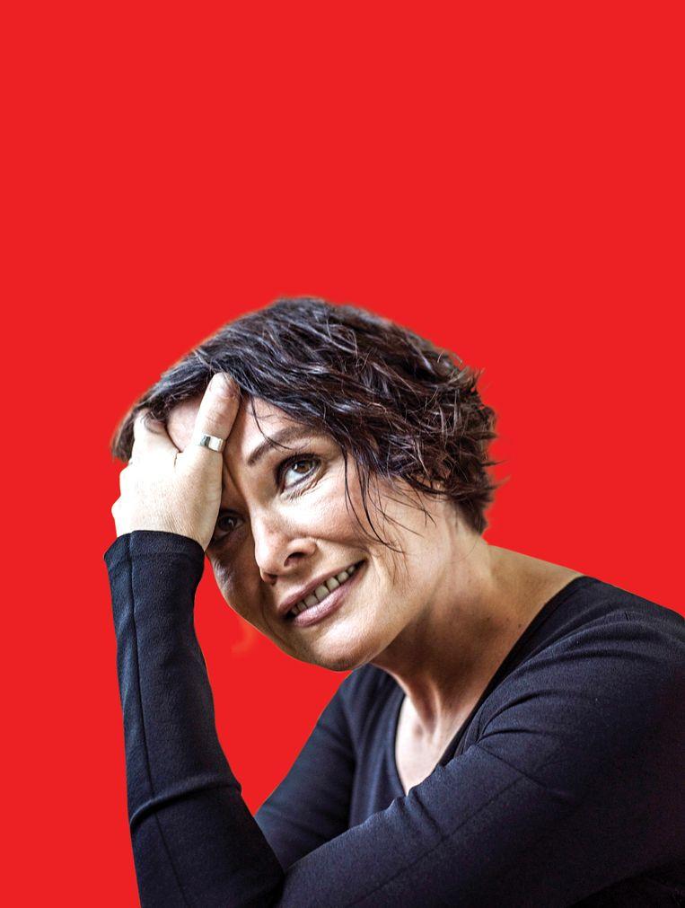 Griet Op de Beeck: 'Op datingsites willen mannen altijd 'een vrouw die positief en optimistisch in het leven staat'. Lees: ze willen vooral geen gedoe.' Beeld Johan Jacobs