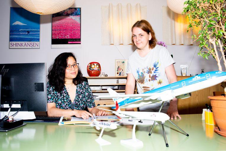 Julie Soedirman (links) van Tozai Travel: 'We hebben anderhalf jaar geen reis verkocht.' Beeld Marjolein van Damme
