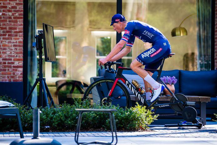 Mathieu van der Poel, eerder in de coronacrisis tijdens de Tour De Zwift.