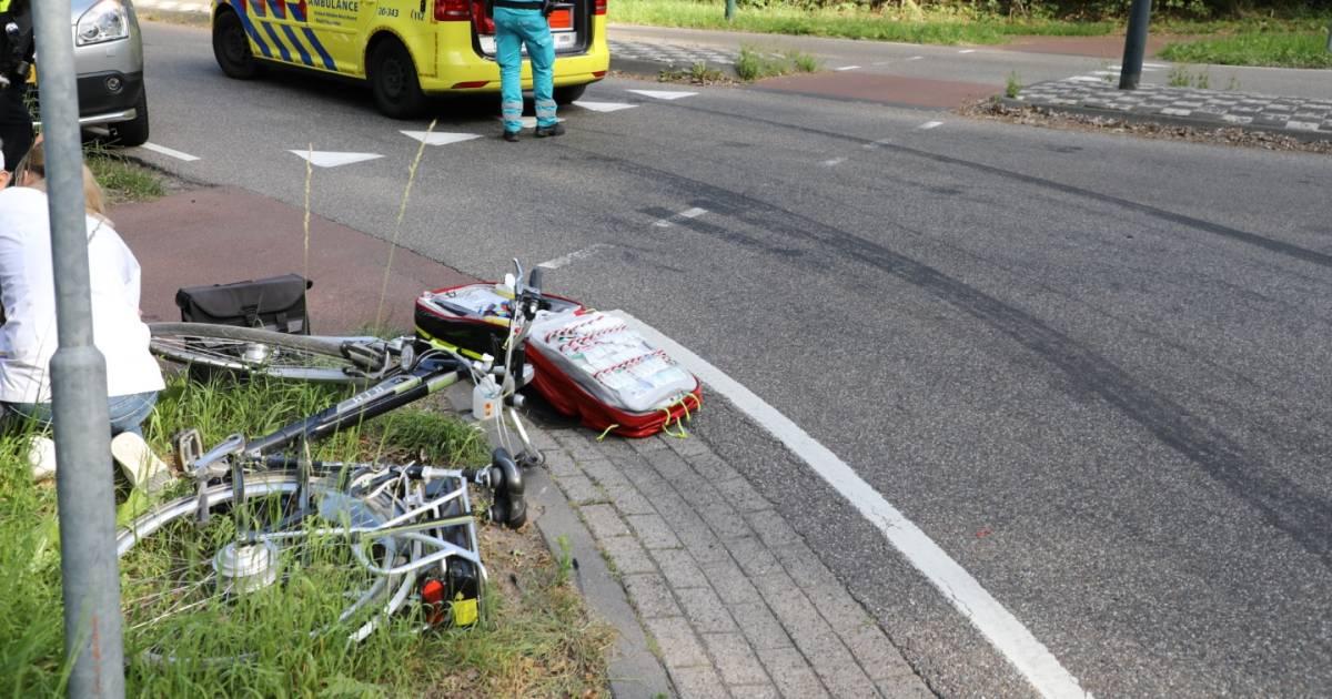 Fietser aangereden door auto op oversteekplaats in Udenhout.