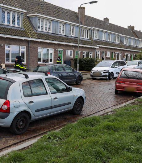 Drie auto's botsen in Arnhem