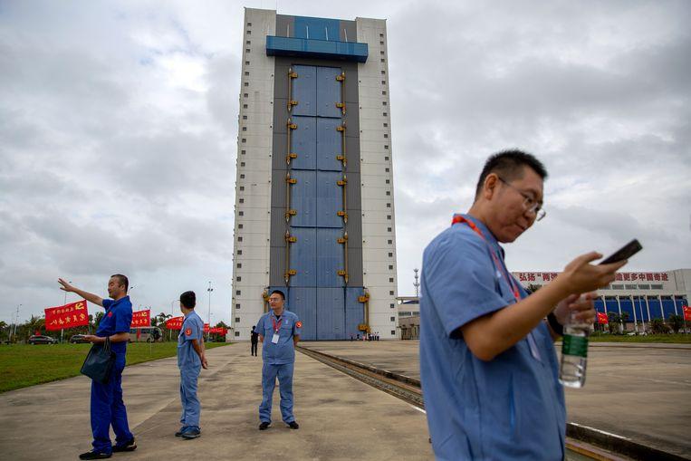 Op de ruimtebasis op het zuidelijke Chinese eiland Hainan, waar maandagavond (Nederlandse tijd) een verkenner wordt gelanceerd die op de maan stenen moet verzamelen. Beeld AP