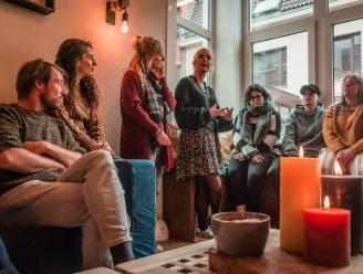 """""""Hier luisteren leeftijdsgenoten écht naar jongeren met mentale zorgen"""": Kortrijk opent OverKop-huis"""