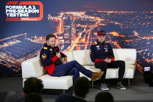 Teambaas Christian Horner met Max Verstappen tijdens de talkshow.