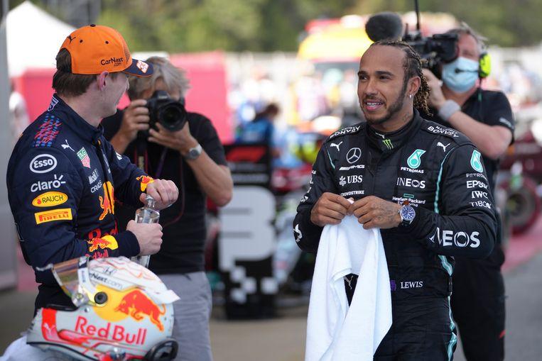 Winnaar Lewis Hamilton en Max Verstappen (l.) na afloop van de race. Beeld EPA