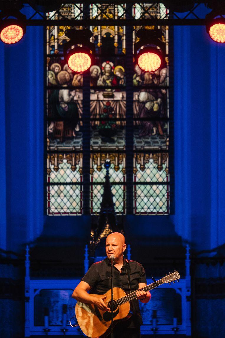 Frank Vander linden, in de kerk van Dranouter. Beeld Wouter Van Vooren