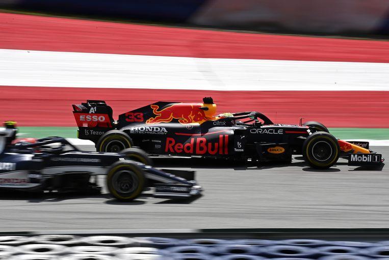 Max Verstappen rijdt oefenrondjes in Oostenrijk. Beeld EPA