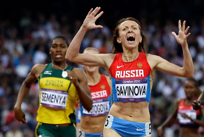 Londen 2012: Semenya bijt in het zand tegen de Russische Maria Savinova, die later op doping zou worden betrapt.