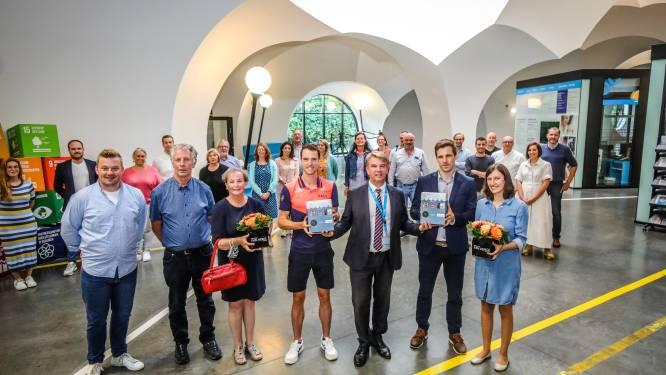 Oostkampse olympiërs Koen Naert en Bruno Vanhove in de bloemetjes gezet na gemeenteraad