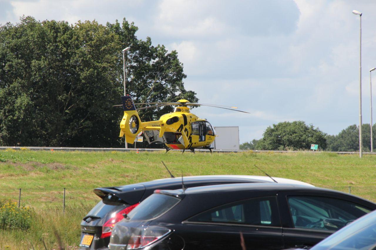 De traumaheli landde in de berm op de A1.