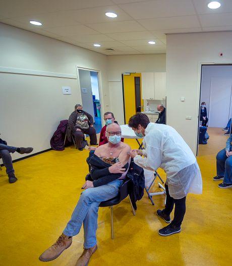 Bergse ouderen halen coronaprik: 'Ik heb getwijfeld, maar je wil ook van deze crisis af'