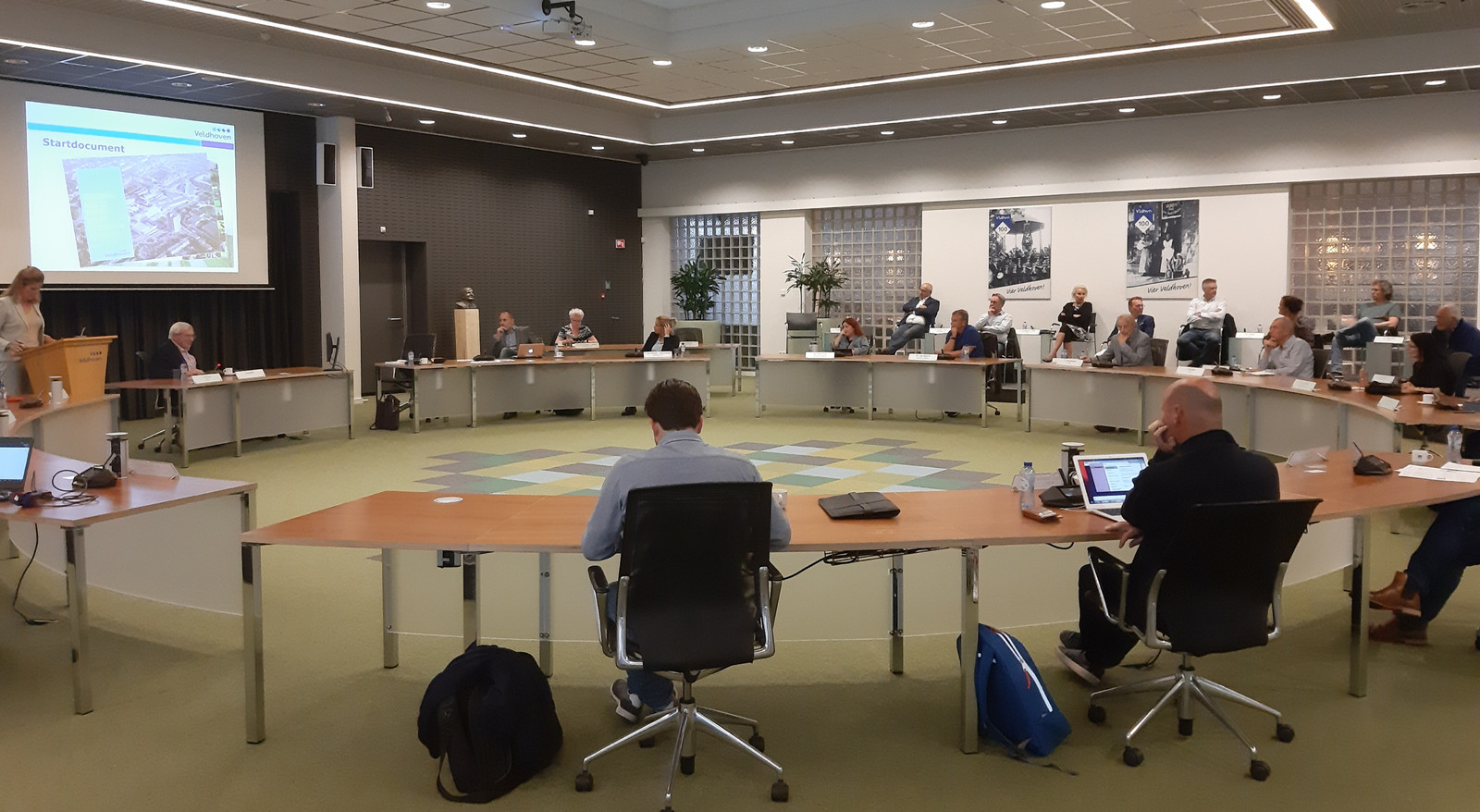De raadszaal in het Veldhovense gemeentehuis.
