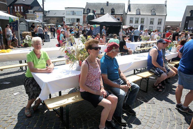 Doortocht van de Ronde van Frankrijk over de Markt in Lennik.
