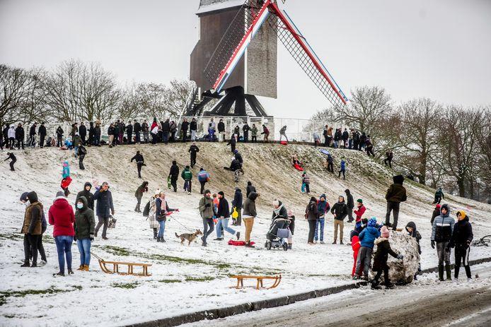Aan de Vesten genoten de mensen met slee en skilatten