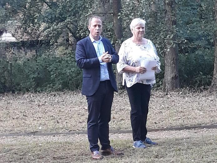 Burgemeester Kristof Joos en schepen Nicole Van Praet bij de opening van het Snoezelbos