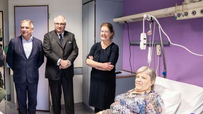 Prins Laurent brengt kankerpatiënten Vesalius bezoekje