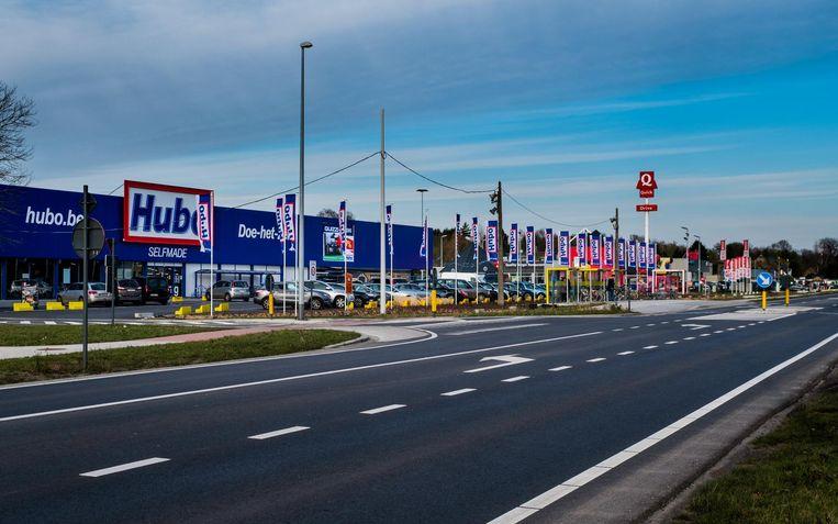 Met het RUP moeten enkele zonevreemde winkels op de Turnhoutsebaan geregulariseerd of verplaatst worden.