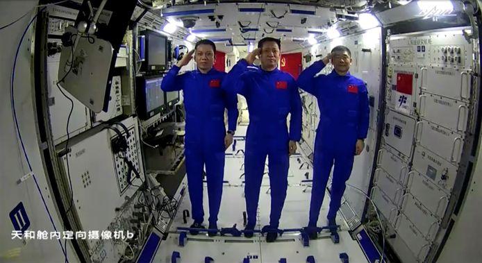 Taikonauten Nie Haisheng, Liu Boming en Tang Hongbo blijven drie maanden in het ruimtestation.