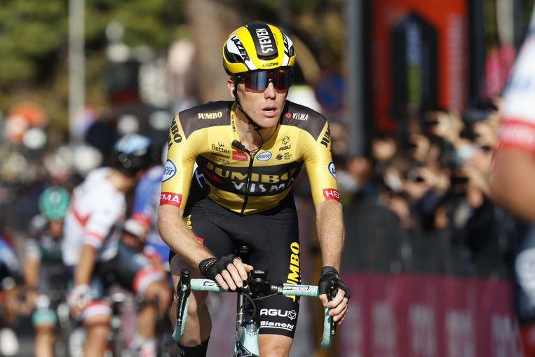 Steven Kruijswijk van Team Jumbo-renner Nederland komt over de streep in de zevende etappe van de wielerwedstrijd Giro d'Italia 2020, een parcours van 143 kilometer tussen Matera en Brindisi op 9 oktober 2020 Beeld AFP