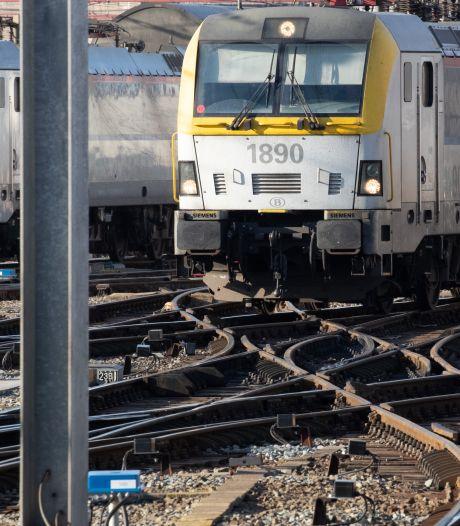 Une personne heurtée par un train à Bruxelles: des retards et des suppressions possibles