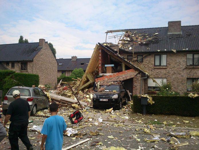 De woning werd op 27 augustus 2013 volledig weggeblazen. Een aanpalende woonst (met de jeep) raakte zwaar beschadigd.