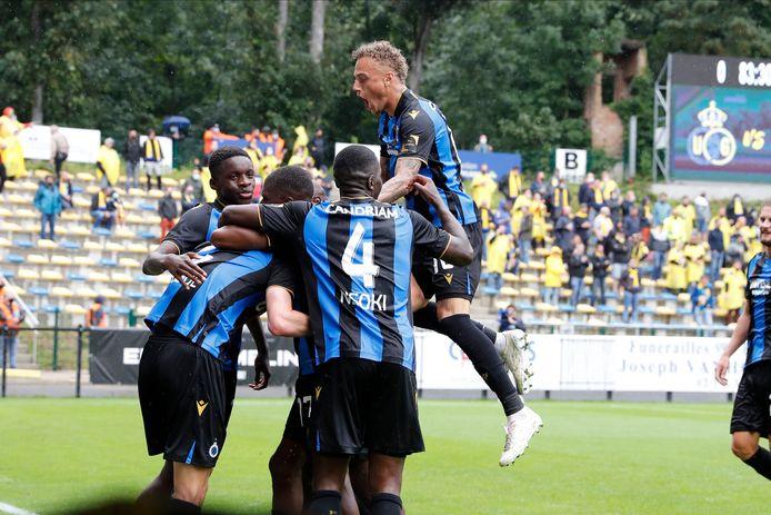 Club-spelers vieren het doelpunt van Eduard Sobol.