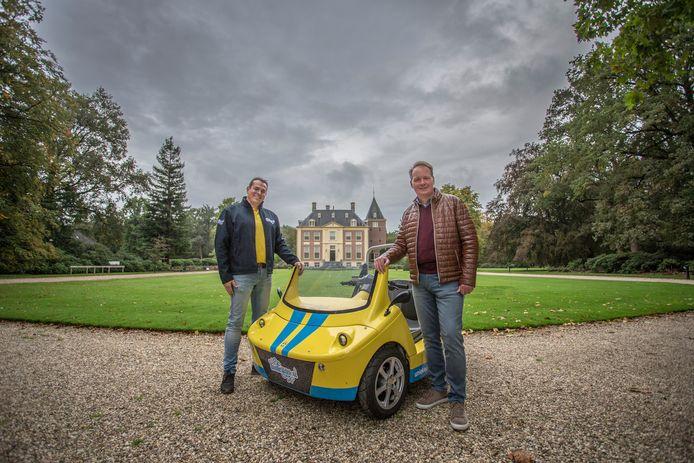 VVV-voorzitter Ramón Bakhuizen (rechts) en ondernemer Martijn Kooren van Unieke Uitjes voor huis Verwolde in Laren.