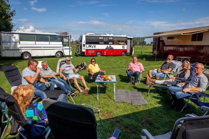 Eigenaren van megacampers ontmoeten elkaar op camping De Muk in Winssen.