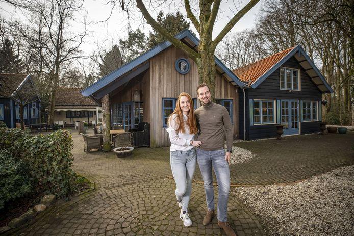 Danieck Hassink, hier samen met haar vriend Rob Spin, wordt de nieuwe eigenaar van Theehuis Dennenoord.