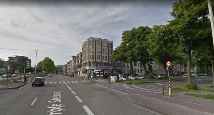 Het kruispunt van de Grote Steenweg en de Koninklijke Laan.