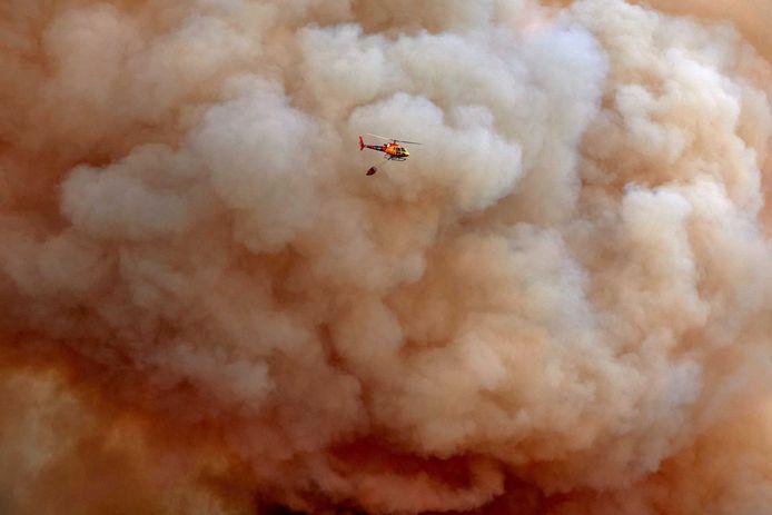 Bosbrand ten westen van Barcelona loopt uit de hand.