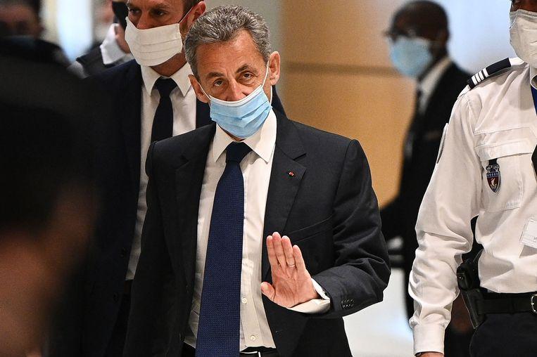 Nicolas Sarkozy komt aan bij de rechtszaal in Parijs. Beeld AFP