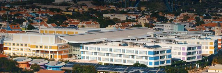 Het Curaçao Medical Center in Willemstad is het grootste en enige ziekenhuis met een ic-afdeling op het eiland. Beeld Videostill CMC