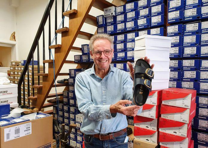Eric De Meyer in zijn zaak 't Pantoffeltje aan de Wapper.
