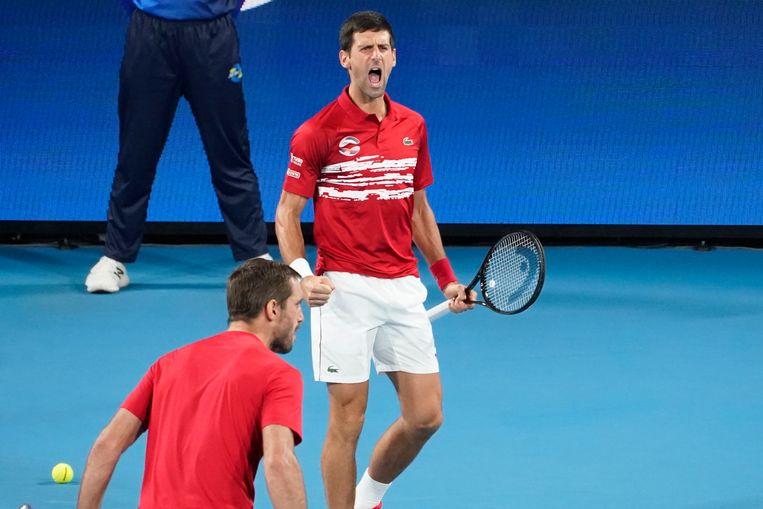 Novak Djokovic schreeuwt het uit.