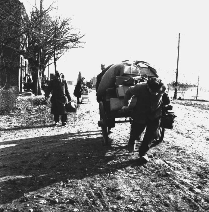 Vluchtelingen in het grensgebied in het voorjaar van 1945.