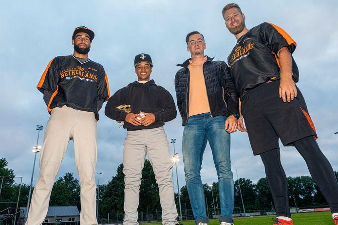 Van links naar rechts Diamond Silberie, Tyriq Kemp, Max Kops en Raf Cocu.