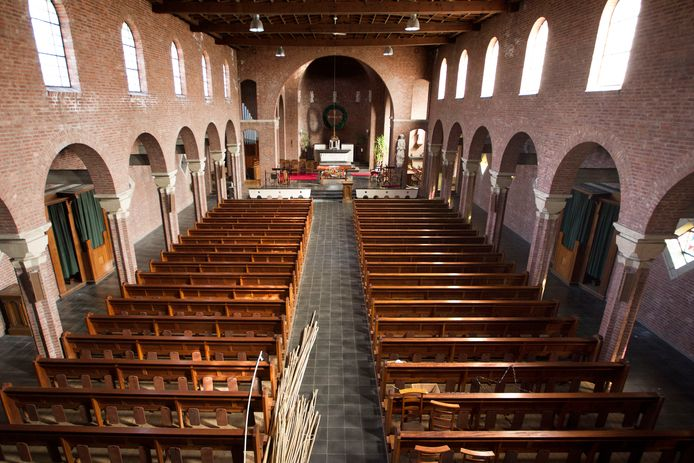 Het interieur van de St. Jozefkerk in Budel-Dorplein.