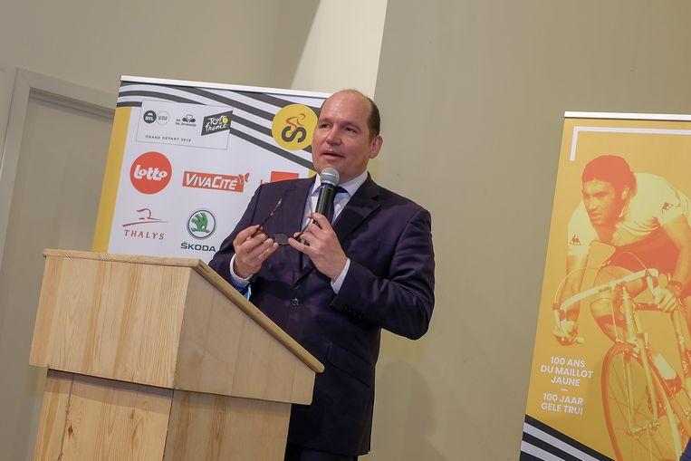 Een fiere burgemeester Philippe Close stelt het programma voor de aanloop naar de Tour de France voor.