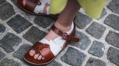 Sandalen zorgen voor hinder bij figuranten Heilige Bloedprocessie in Brugge, 35.000 toeschouwers dagen op