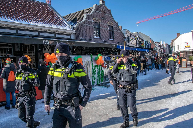 Archieffoto: agenten waren zaterdag op de been aan het Piusplein in Tilburg.