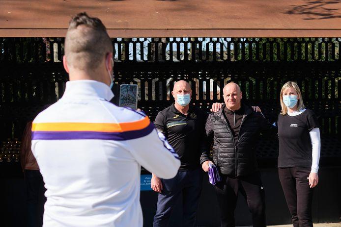 Met deze bedevaart hopen de wandelaars dat Anderlecht aanstaande zondag play-off 1 haalt.