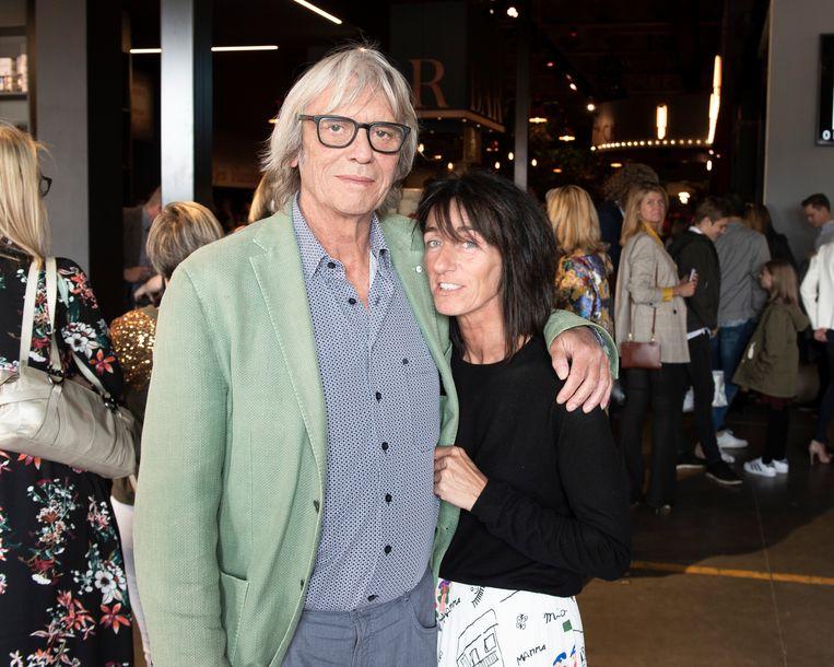 Pieter Aspe (65) en zijn partner Tamara (51): 'Libido is oefenen en blijven oefenen.' Beeld Dieter Bacquaert