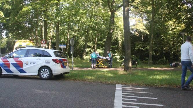 Scooterrijder knalt hard op fietsster in Zwolle: beide slachtoffers naar het ziekenhuis