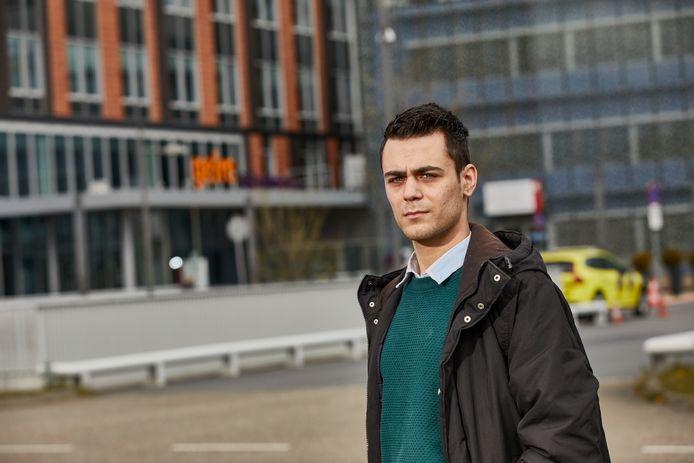 Tamim Mehdi voor het ziekenhuis in Zutphen.