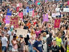 Honderden demonstranten in Nijmegen zijn de stilte zat: 'Ik breek liever nog een keer mijn nek, in plaats van Lowlands missen'