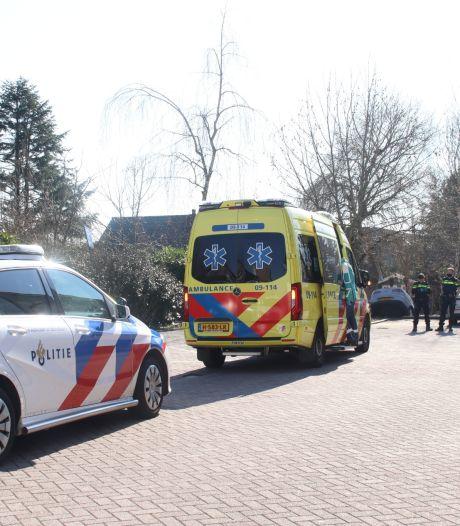 Auto belandt in sloot bij winkelcentrum Parkwijk in Utrecht