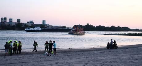 Hulpdiensten massaal op zoek naar man in Waal bij Ochten