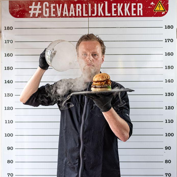 Restauranthouder Robbert Jan de Veen maakt volgende week een peperdure hamburger van 5000 euro